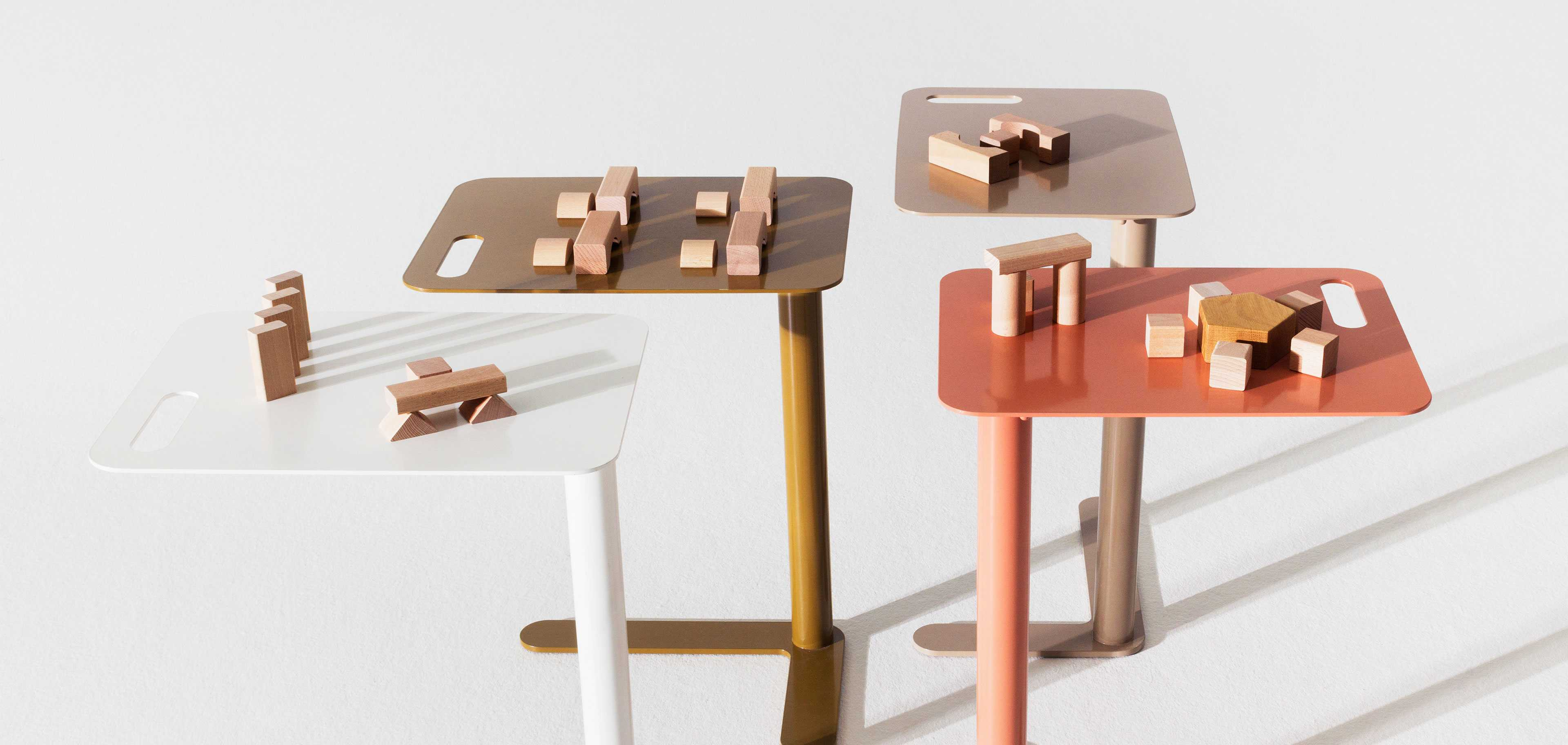 Wooden blocks on Trailer tables