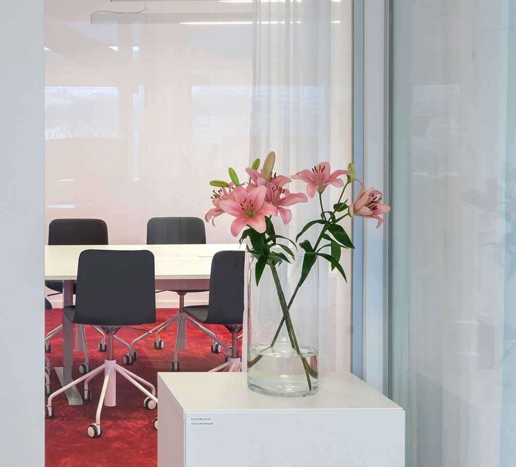 Pink flowers and Martela's Sola chairs and Frankie table at Vitec's office in Stockholm, Sweden