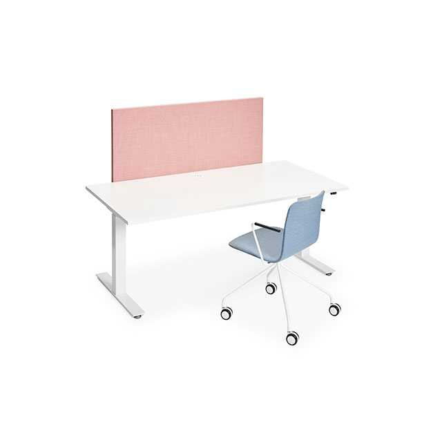 Pinta desk with a Sola chair