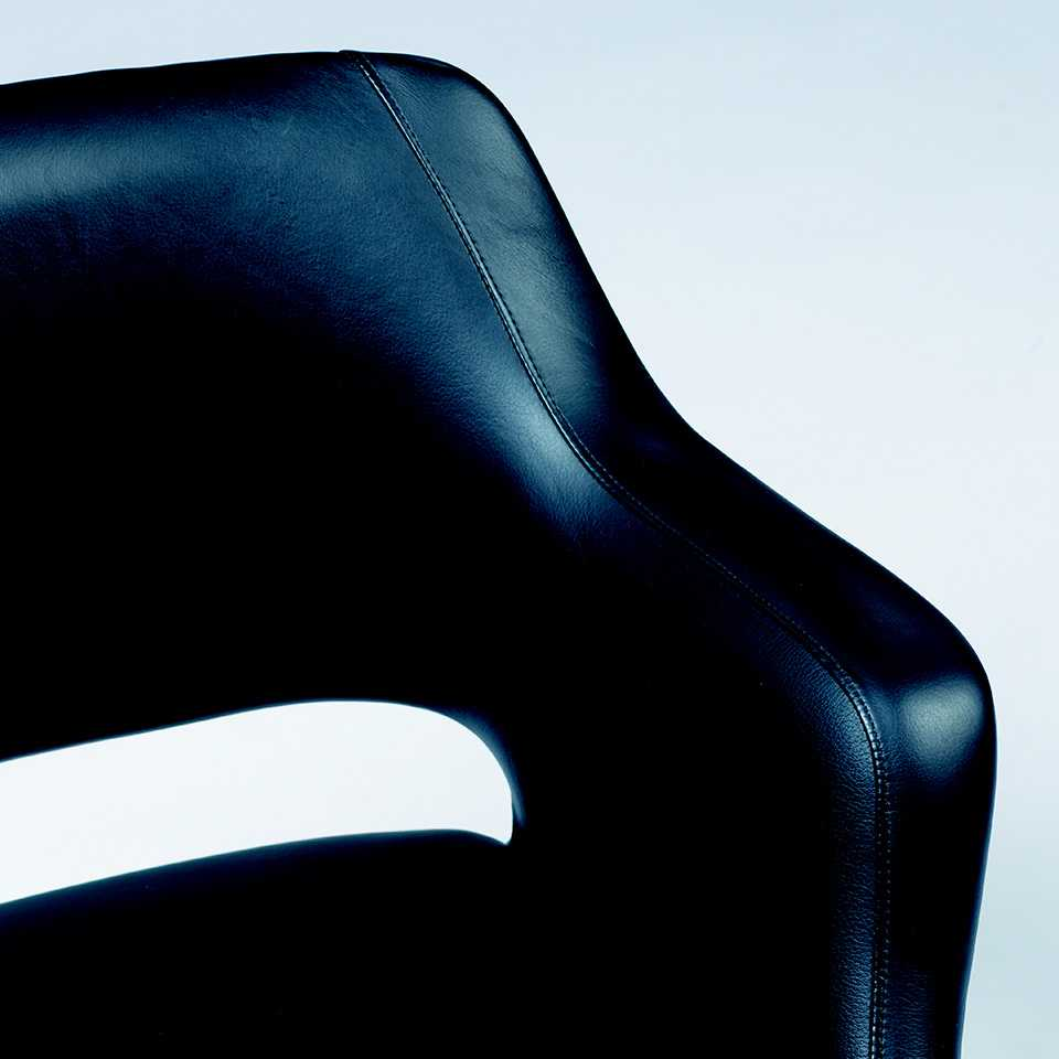 Kilta chair in black leather